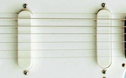 The Kalamazoo KG2 was equipped with two Melody Maker pickups
