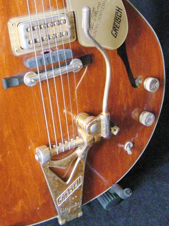 1971 Gretsch Chet Atkins Country Gentleman - Bigsby tailpiece detail