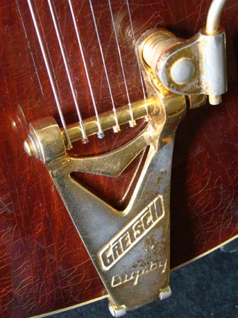 1976 Chet Atkins Gretsch Country Gentleman - Bigsby tailpiece detail