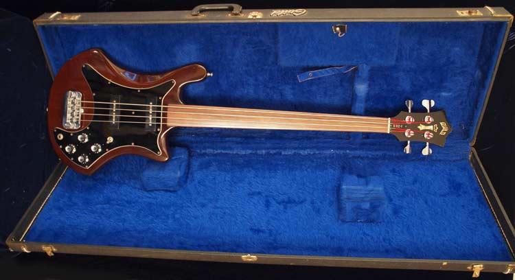 1978 Guild B302F - case