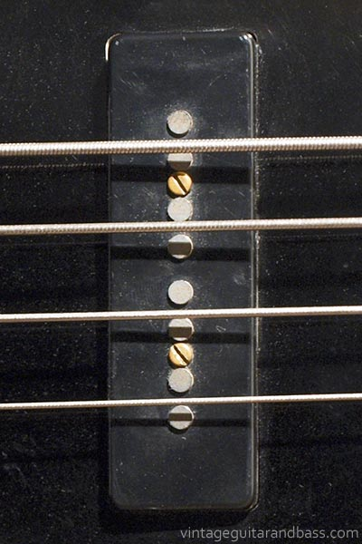 1978 Guild B302F - pickup detail