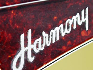 Harmony H27 Bass raised headstock logo