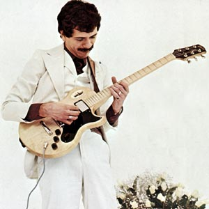 Carlos Santana endorsing the L-6S. From the cover of the 1975 Gibson solid-body catalogue.
