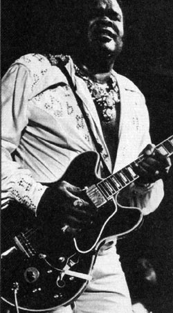 Freddie King with his Gibson ES-355TD-SV