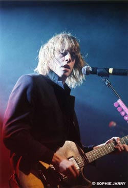 Johnny Borrell of Razorlight playing his Gibson L-6S Custom